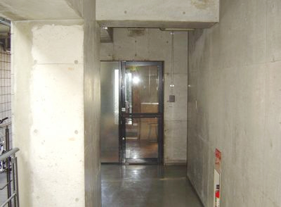 エレベーター5F右手側